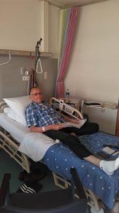Funs Lemmens in bed voor operatie 6, Endoprothese aortaboog operatie, marfan syndroom