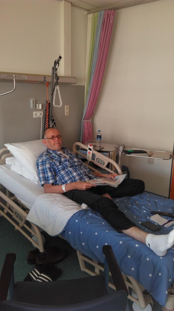 Funs Lemmens in bed voor operatie 6
